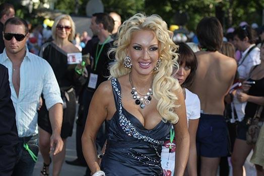 Гламурная блондинка после аварии