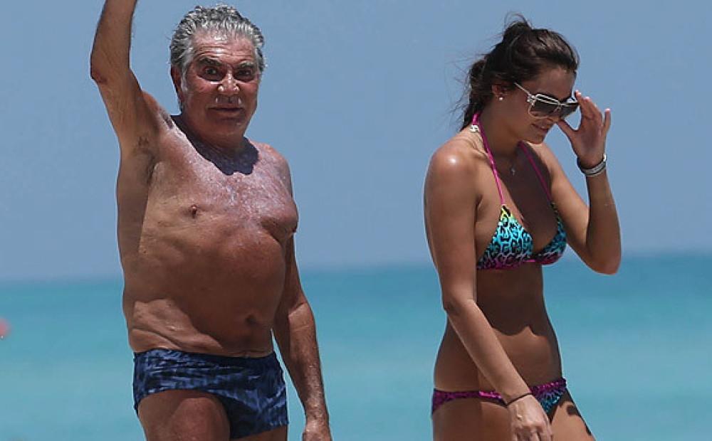Видео с любовницами на пляже, дрочит член для девушки