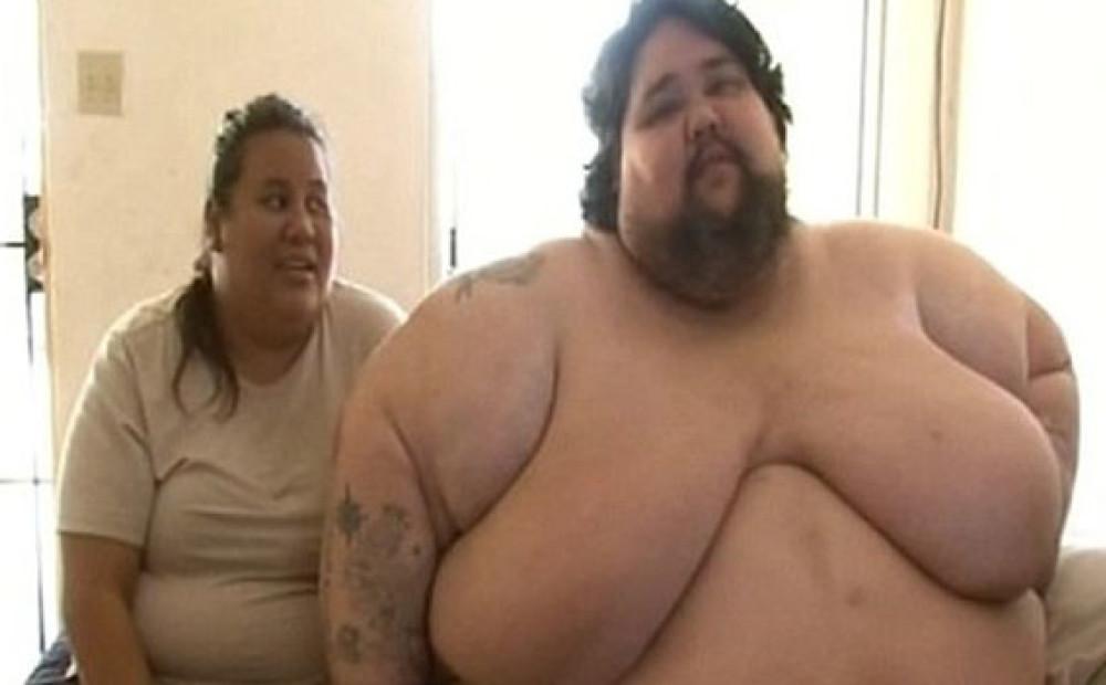 Жирный мужик ебет жирную бабу, мега заглатывание порно