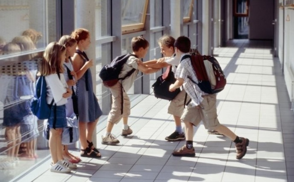 social conflict in public schools When asked about a range of school problems including absenteeism, student drug abuse, and physical conflicts among students, teachers and principals could respond that each problem was either a serious problem, moderate problem, minor problem, or not a problem in their schools.