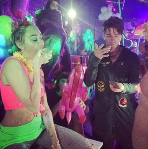 Майли Сайрус отметила день рождения с новым бойфрендом