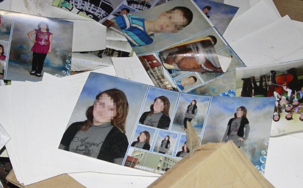 Miera ielā pamestā angārā mētājas tūkstošiem privātu fotogrāfiju – arī  intīmas. FOTO - Jauns.lv 1366aa1452