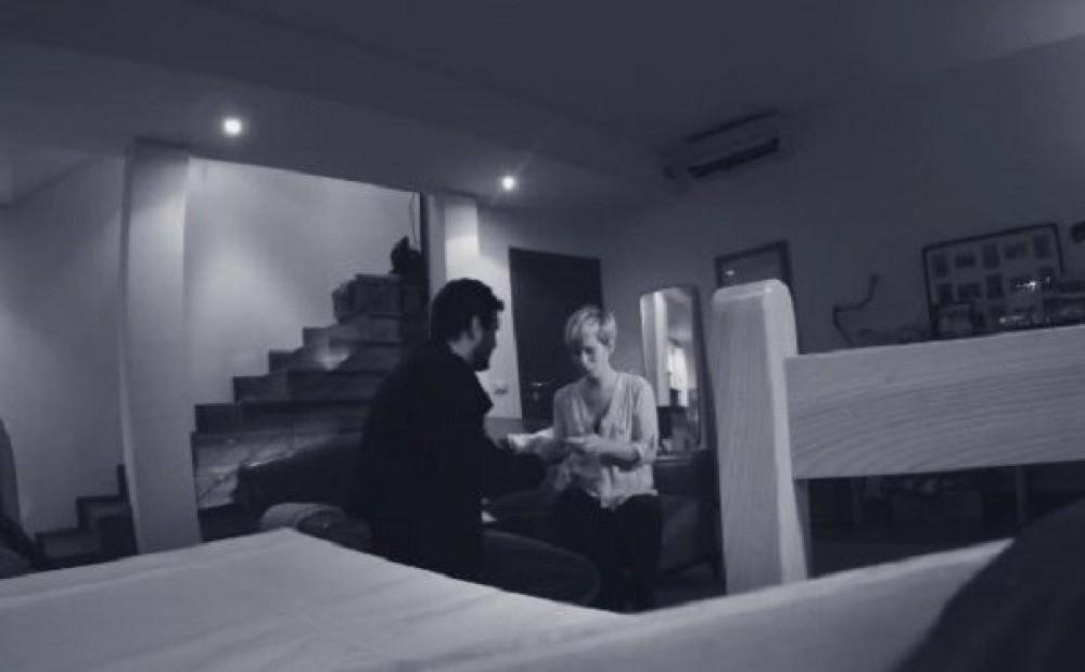 Муж установил скрытую камеру в спальне