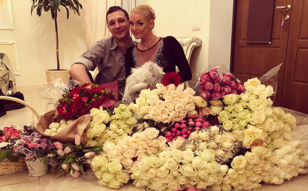 Рядом с новым мужчиной Анастасия Волочкова заметно похорошела