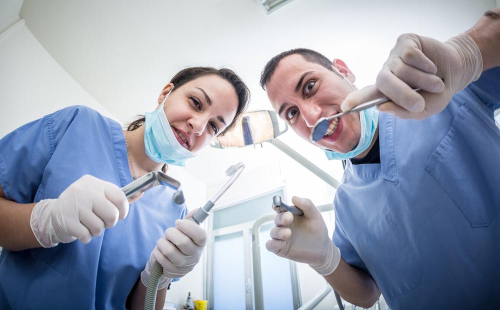 предлагаю вместе новые картинки про стоматолога уложился два, подписал