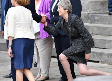 """""""Дайте їй вологу серветку"""": Мей під час рукостискання з Путіним показала своє ставлення до нього виразом обличчя - Цензор.НЕТ 9378"""