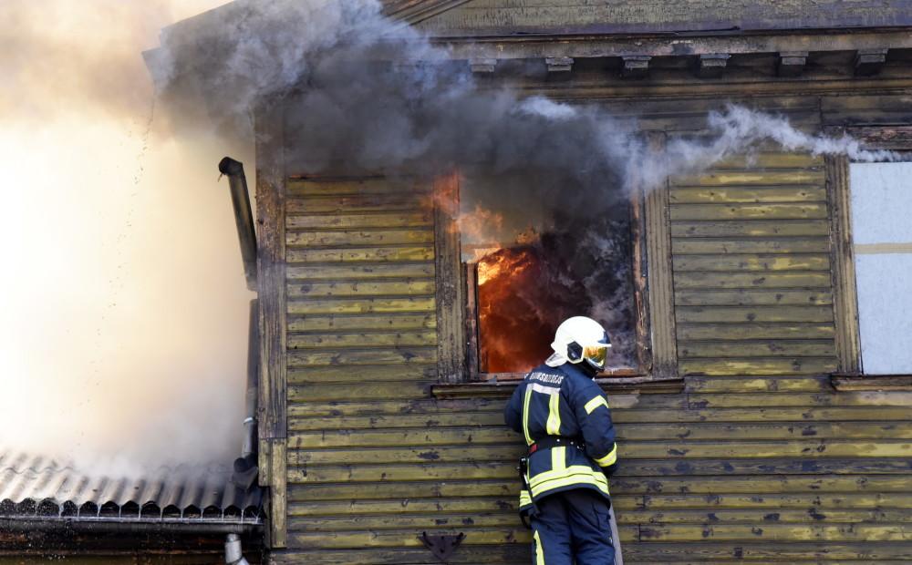 Saulkrastos deg dzīvojamā māja