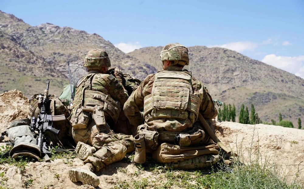 Baidens nolēmis atlikt karavīru izvešanu no Afganistānas