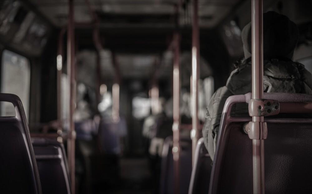 Igaunijā sodīts Latvijas pilsonis, kurš autobusā draudējis sievietei ar nazi